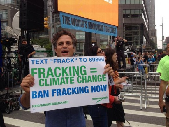 "Mark Ruffalo - Misunderstanding What ""Fracking"" Is"