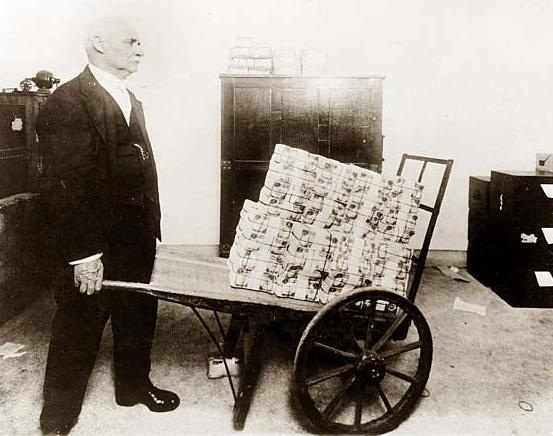 http://dailyreckoning.com/dr-content/uploads/2014/11/Wheelbarrow-of-Money.jpg
