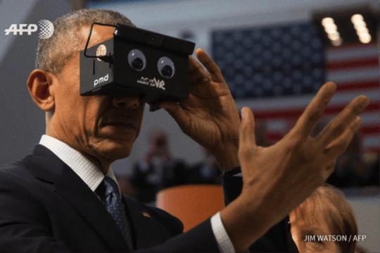 President Obama using VR headset